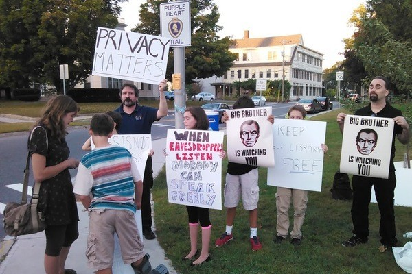 Protesters-outside-the-Lebanon-Public-Library-gathered-to-show-support-for-running-a-Tor-relay-at-the-New-Hampshire-library