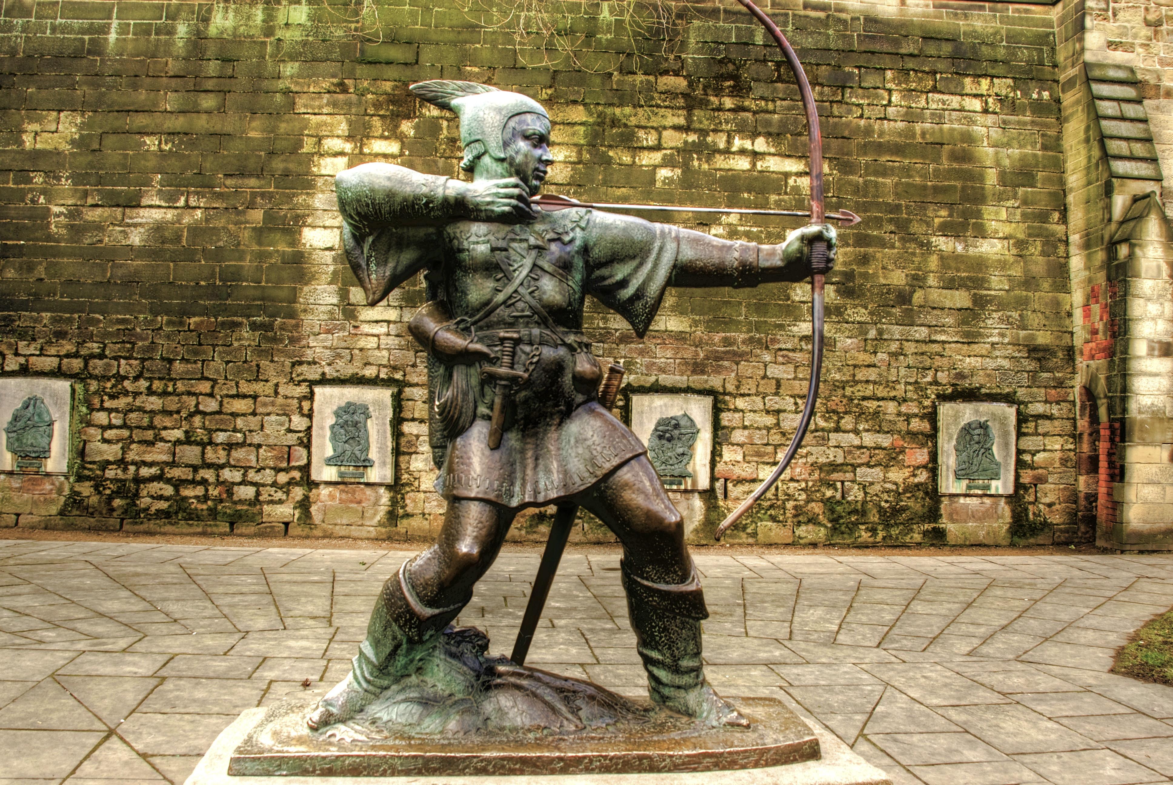 Robin Hood statue, Nottingham Castle, England.