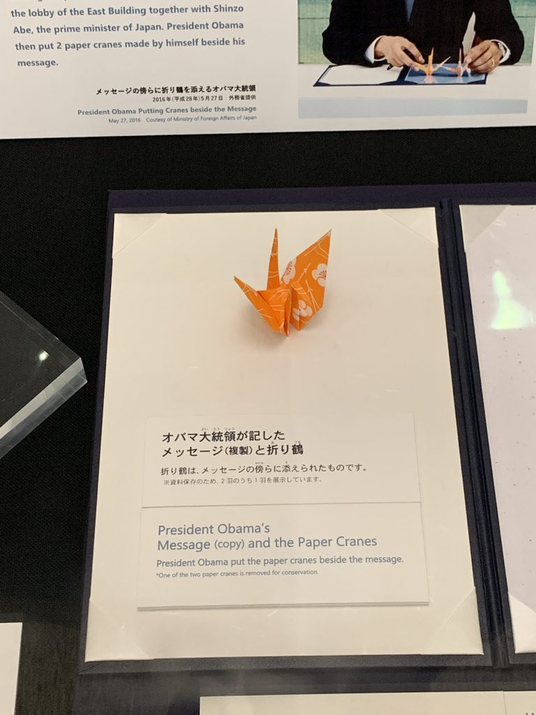 A paper crane President Obama places beside his message
